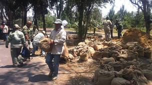 Trabajos para recuperar el lago artificial del Bosque de Tláhuac. Foto: Alberto Nájar.