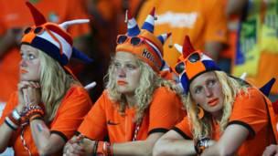 المشجعات الهولنديات