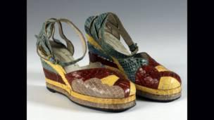 نمایشگاه کفش، موزه و گالری هنز ساوتمتون، حق انتشار عکس متعلق به جان روآن است