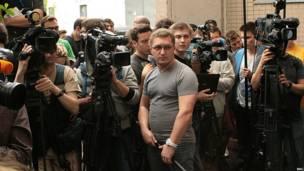 Журналисты у подъезда Алексея Навального