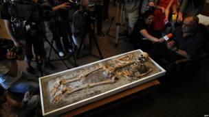 Скелет в музее в Софии