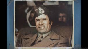 Gaddafi cikin kayan soji
