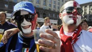 Pendukung Inggris dan Italia di Kiev, Ukraina
