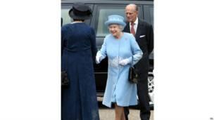 女王和菲利普親王抵達北愛
