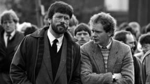 1987年的傑瑞·亞當斯和馬丁·麥克吉尼斯