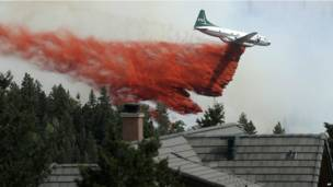 कोलोराडो के जंगलों में आग की तस्वीरें.