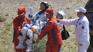 चीनी अंतरिक्षयान शेंज़ू-9 धरती पर लौटा