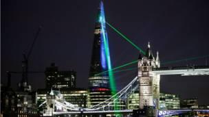 Sinar laser dari The Shard