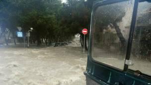 Паводковые воды на улице города