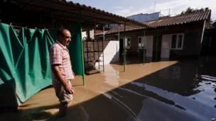 Затопленный двор в Геленджике