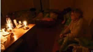 Жители города во временном убежище