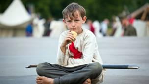 Мальчик с мороженым