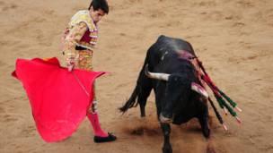Adu banteng di Pamplona
