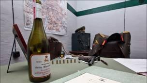 Бутылка вина и пистолет. Фото и текст: aquatek_filips
