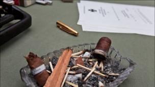 Пепельница с окурками. Фото и текст: aquatek_filips