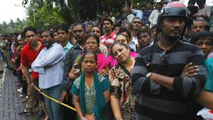 राजेश खन्ना के घर के बाहर भीड़