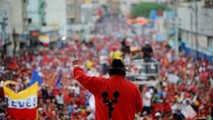 Уго Чавес на митинге