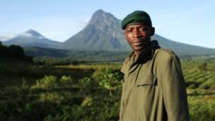 Patrulheiro responsável pela segurança do parque nacional de Virugo.