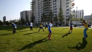 Boxeadores ucranianos practicando en la Villa Olímpica