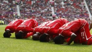 El festejo de Emiratos Árabes Unidos tras abrir el marcador.