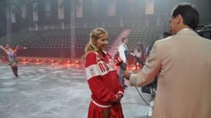 俄国明星接受媒体采访