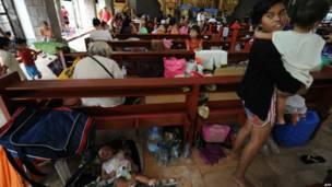 Warga mengungsi di gereja