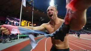 奥运夺金后的瞬间