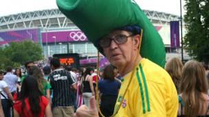 Carlos từ Brazil nói ông tới sân Wembley để hòa mình vào hơn 80 ngàn khán giả