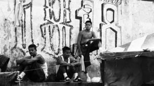 Pandilleros en la cárcel de Cojutepeque, en El Salvador. Foto: BBC - IGNACIO DE LOS REYES