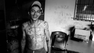 Pandillero en rehabilitación en El Salvador. Foto: BBC - IGNACIO DE LOS REYES