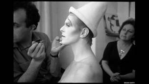 Maquillaje para Scary Monster (Foto: Brian Duffy/The Duffy Archive)