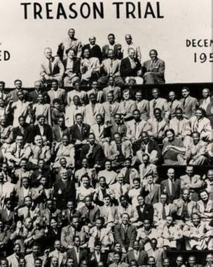 सन् १९५६ को देशद्रोह मुद्दामा मण्डेला र अन्यमाथि मुद्दा चल्यो