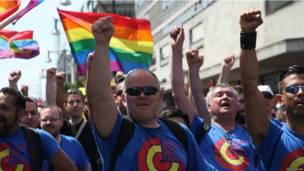 Участники гей-парада.
