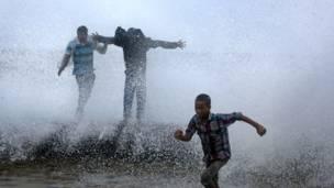 मुंबई, मॉनसून, बारिश, अरब सागर, ऊँची लहरें, ज्वार