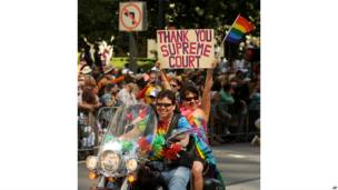 गे परेड, समलैंगिक