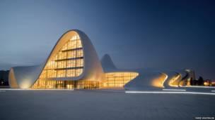Heydar Aliyev Centre, en Azerbaiyán. Farid Khayrulin