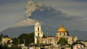 मैक्सिको का पोपोकाटेपेटल ज्वालामुखी
