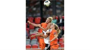महिला फुटबॉल मैच