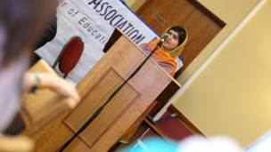 मलाला ने शिक्षा के मुद्दे पर लोगों से एकजुट होने की अपील की.