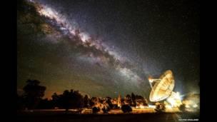 Recibiendo el rayo galáctico © Wayne England