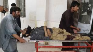 حملے میں زخمی ہونے والا ایک پولیس اہلکار ہسپتال میں