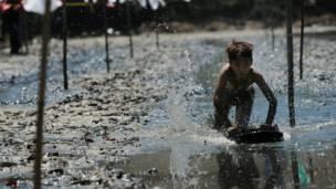 कीचड़ में रेस