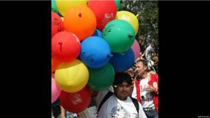 Продавец воздушных шаров.