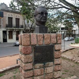Monumento a Salvador Allende en Uruguay