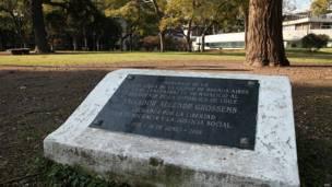 Placa a Salvador Allende