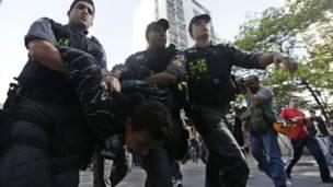 Un joven es detenido