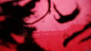 Dibujo de Salvador Allende y sombra del Palacio de La Moneda