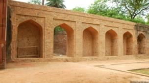 हुमायूं का मक़बरा, दिल्ली, कब्र