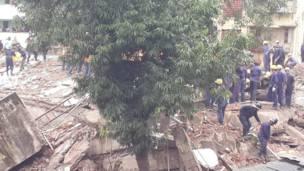 मुंबई में गिरी इमारत