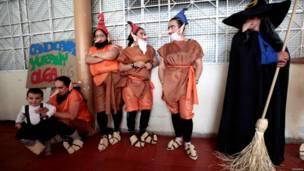 जेल, सौंदर्य प्रतियोगिता, महिला क़ैदी, नशीली दवा, तस्करी